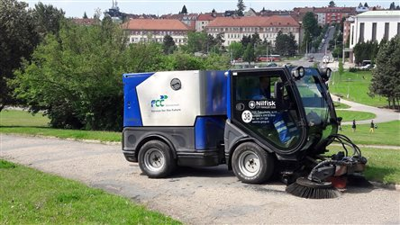 FCC Environment CEE: grooming of pavements and driveways, Brno